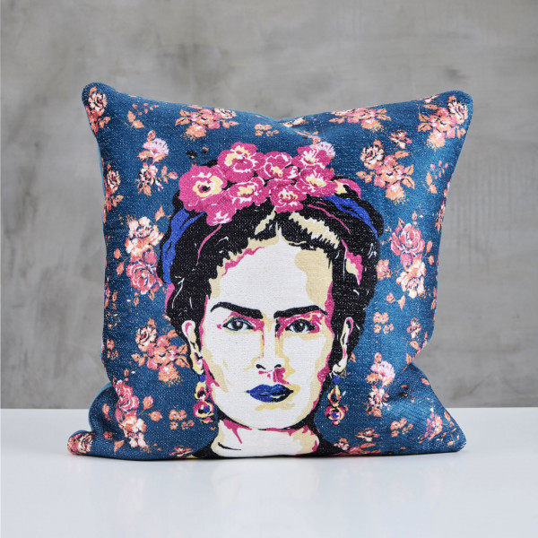 Dekokissen Raffaria Samt Kissen bedruckt mit Porträt von Frida Kahlo Hintergrund Blau Sofakissen Kantenlänge 45 cm