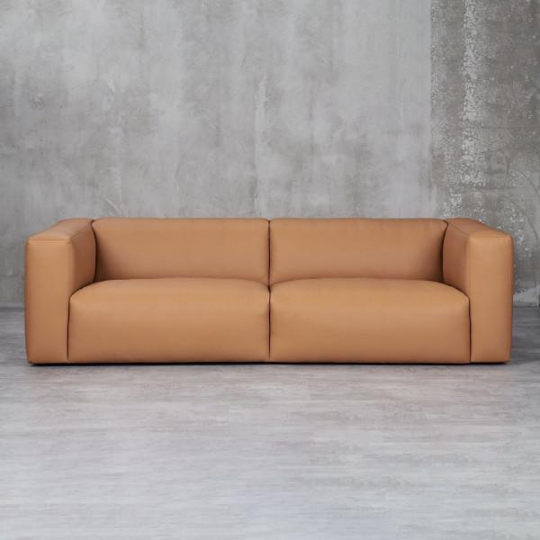Sofa Melinkea für 3 bis 4 Personen mit  Schaumstoff Polsterung und Wellenunterfederung Couch mit Kunstlederbezug Farbe goldfarbenes Beige quaderförmiger Art-Déco Style