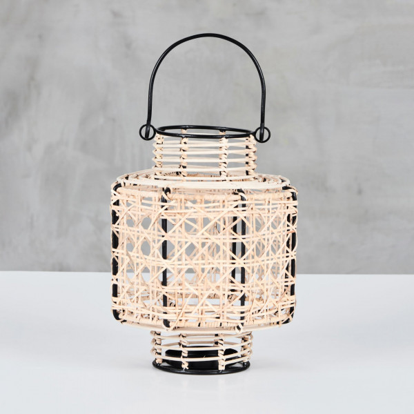 LATERNE Nareida Windlicht Gestell aus lackiertem Eisen Glas und Rattangeflecht Durchmesser 21 cm Höhe 25 cm