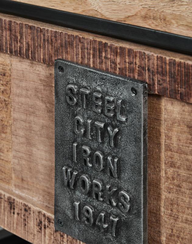 Detail der Plakette von Industrial-Sideboard Thorkas