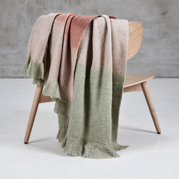 Plaid Amosaka handgewebte Wolldecke aus Mohair Wollgemisch Decke Farbstreifen in Terra Sunburn Mahagony Rose und Smoke Green Länge 170 cm Breite 130 cm