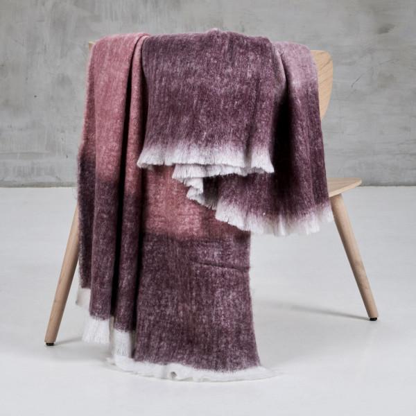 Plaid Maviola Wolldecke Breite 130 cm Länge 170 cm handgewebte Fransen Decke mit Mohair Wolle Anteil in Lila und Violett