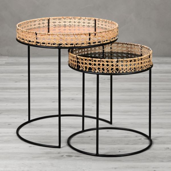 Karjana 2er Set Beistelltische mit Rattangeflecht, gefärbten Spiegel-Glasplatten in Smoked Grey und Kupfer und schwarz pulverbeschichteten Eisenahmen