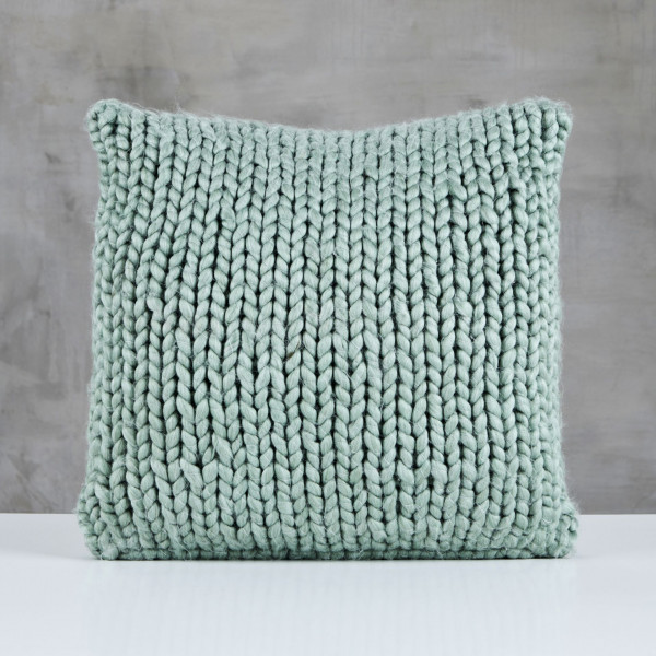 Kissen Pelma Wolle Polster handgestrickt Farbe Smoke Green Grün Kantenlänge 45 cm